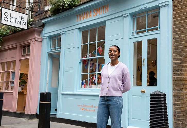 Tihara Smith outside her pop-up shop in London ©7dials